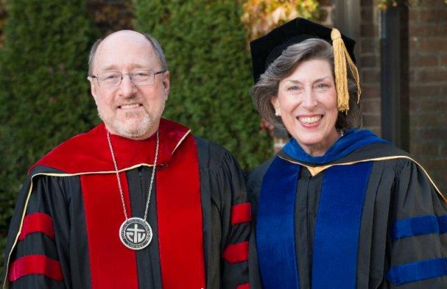 Mark Francis, CSV, Presidente y Barbara Reid, OP, Vicepresidente y Decana Académica de CTU